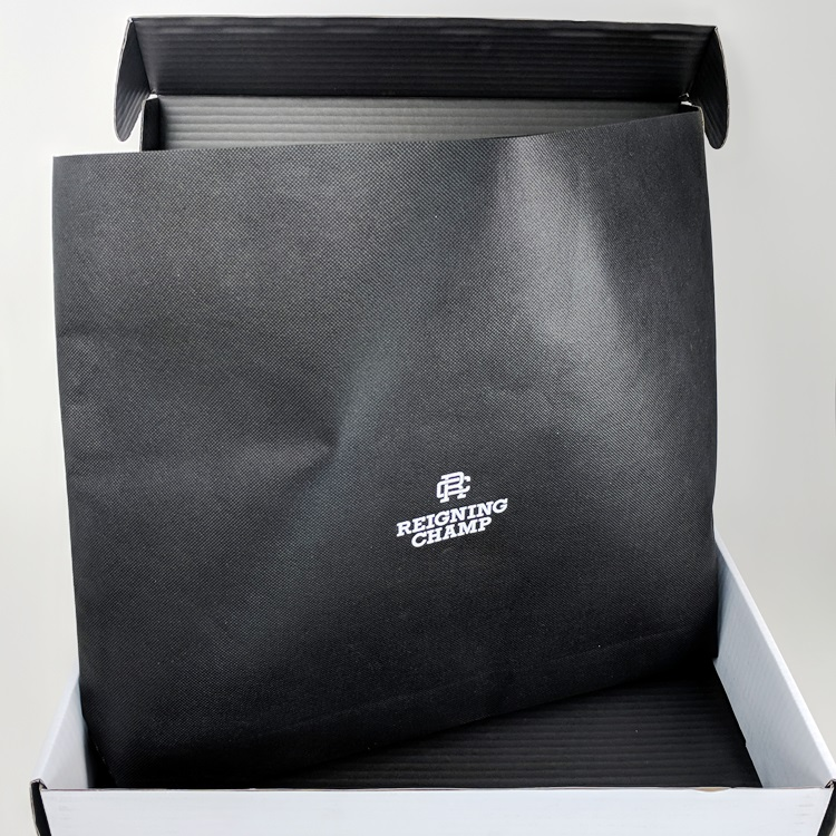 Reigning Champ EComm Folding Box and Non Woven Insert Bag